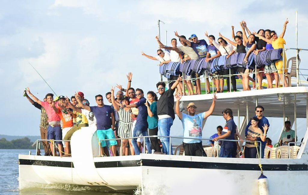 adventure-party-boat-cruise-goa