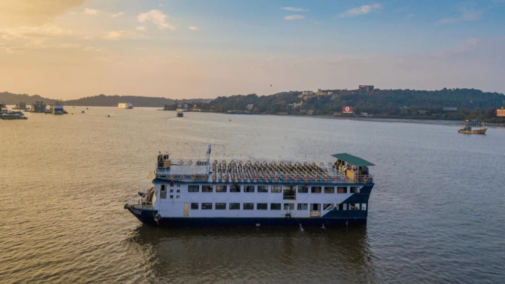 boat-cruise-goa
